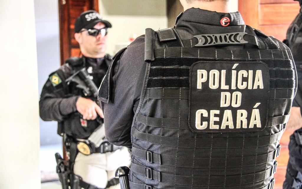 Polícias Civil e Militar realizam operação em Aquiraz e prendem integrantes de organização criminosa nesta quarta-feira (23)
