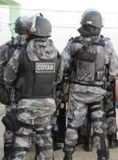 Cotar apreende três armas de fogo e prende duas pessoas na AIS 16