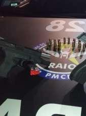 Suspeitos são presos com duas pistolas após abordagem do CPRaio