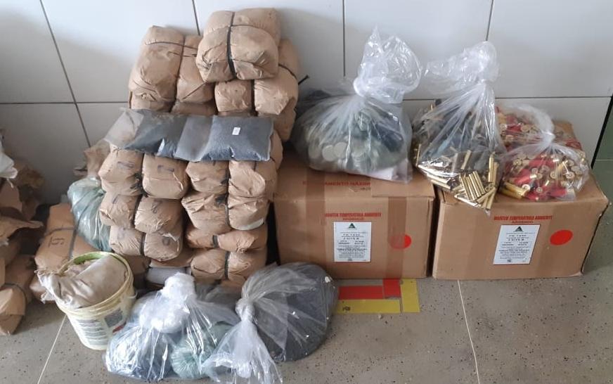 Polícia Civil prende suspeito de comercializar ilegalmente explosivos e apreende arsenal em Graça