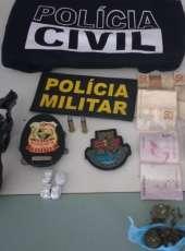 Foragido da Justiça é preso em flagrante em ônibus com drogas e arma de fogo em Jijoca