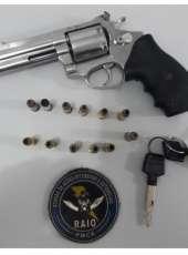 CPRaio prende dupla e apreende arma de fogo e motocicleta em Caucaia