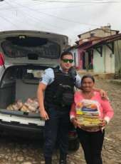 Policiais militares doam cestas básicas em comunidade carente da Serra de Pacoti