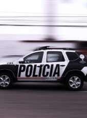 Ações da PMCE resultam em prisão por porte ilegal de arma de fogo e apreensão de drogas