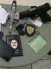 Dupla é presa por estelionato e porte ilegal de arma de fogo em Iracema