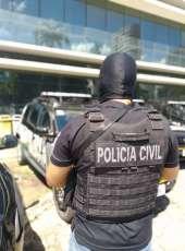 Suspeita de envolvimento em homicídio é presa em flagrante por equipes do DHPP no bairro Padre Andrade