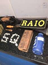 CPRaio da PMCE captura dupla com arma e drogas em Santa Quitéria