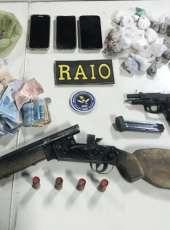 Grupo é capturado pelo CPRaio da PMCE com drogas, armas e quase sete mil reais em espécie
