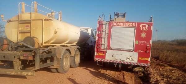 Bombeiros-debelam-incendio-em-vegetacao-na-BR-116-em-Limoeiro-do-Norte-1