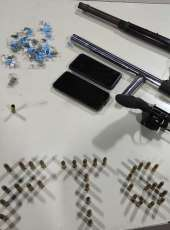 Trio é capturado pela PMCE com drogas, três armas de fogo e 40 munições no Curió